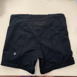 Lululemon bike shorts BLACK size 6 / biker shorts